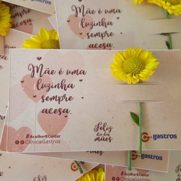 Clínica Gastros homenageia mães com poesia