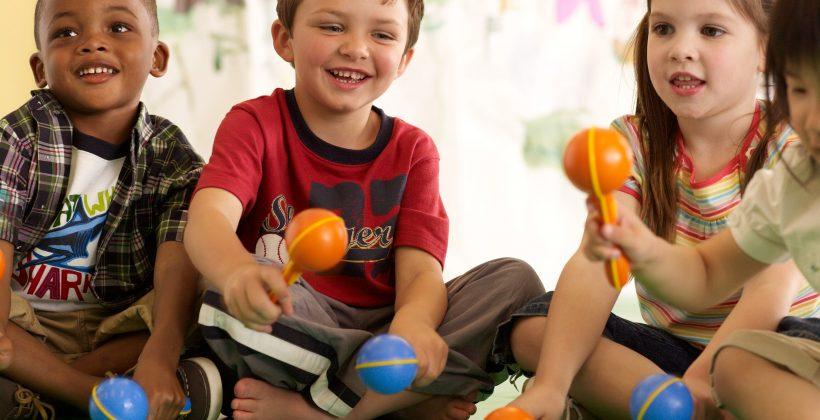Psicóloga infantil Dra. Fernanda Sá explica como escolher a opção perfeita para os pequenos nas férias